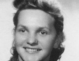 """Wanda Tkaczyk miała siedemnaście lat, gdy wybuchło powstanie. Zdjęcie z książki """"Powstańcy""""."""