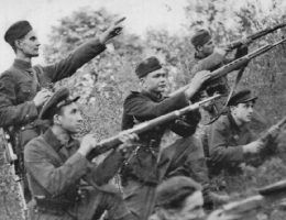 Dla żołnierzy UPA (na zdj. upowcy w 1947 roku) zbrodnia w Parośli była próbą generalną przed rzezią, jaką zamierzali urządzić Polakom na Wołyniu.