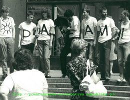 PRECZ Z (U)PAŁAMI-happening Pomarańczowej Alternatywy, Wrocław lipiec 1988,Literki: Ł– Adam Lipiński, M– Waldemar Fydrych