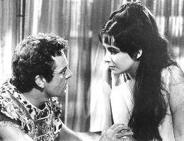 Romans Antoniusza i Kleopatry był inspiracją dla wielu artystów. Najbardziej znane kreacje zawdzięczamy Elizabeth Taylor i Richardowi Burtonowi.