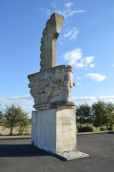 Pomnik upamiętniający bitwę pod Mokrą