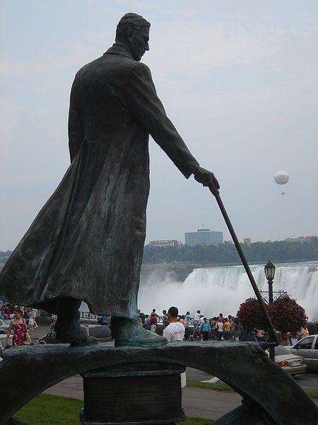 Pomnik Tesli przy wodospadzie Niagara
