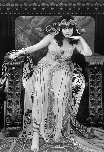Postać Kleopatry inspiruje artystów. W jej rolę wcieliła się m.i.n. Theda Bara
