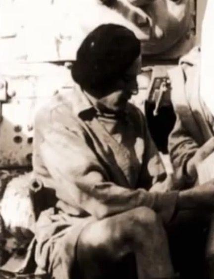 """""""Buck"""" – kpt. Henry Cecil Buck podczas postoju patrol LRDG"""