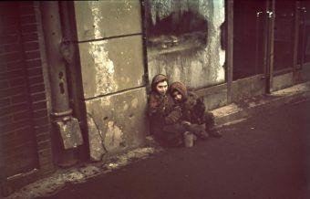 Głodujące żydowskie dzieci w getcie warszawskim