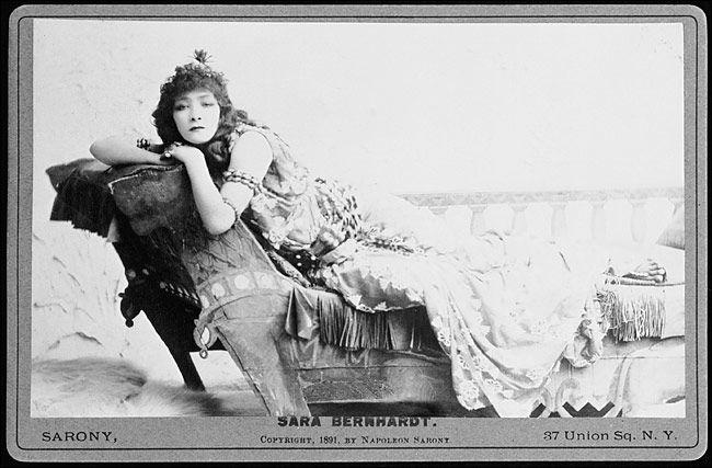 Sarah Bernhardt jako Kleopatra