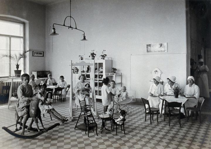 Sala zabaw w Szpitalu Dziecięcym. 1921 rok