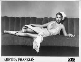 Aretha Franklin na zdjęciu z wytwórni fonograficznej w 1971 r.