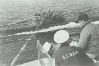 Poddanie się U 234. Zdjęcie wykonano z pokładu USS