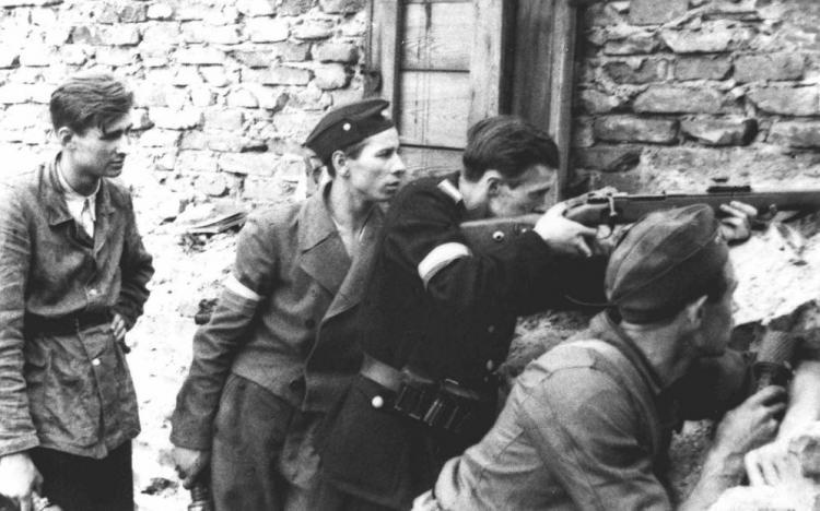 Rozważania dotyczące różnych koncepcji powstania prowadzone były przez polskie władze od początku okupacji