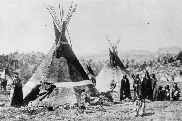 Tipi Szoszonów. Zdjęcie poglądowe z 1870 r.
