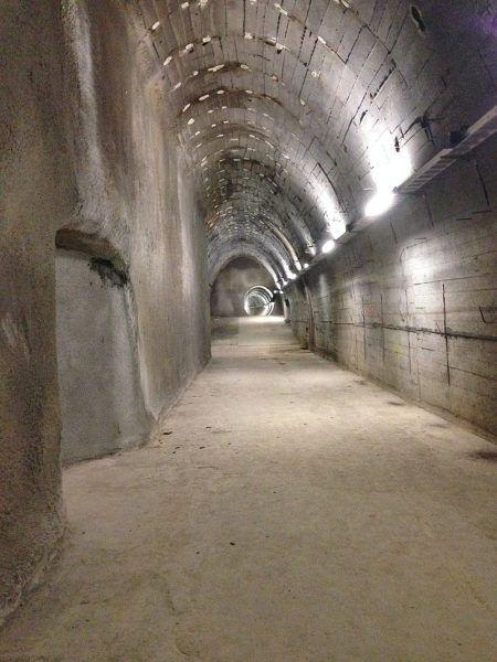 Widok współczesny na jeden z tuneli Bergkristall Bau wpisany na listę zabytków