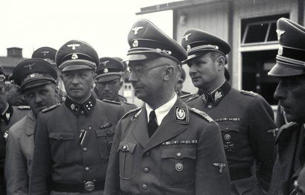 Himmler odwiedził obóz Mauthausen Gusen dwa razy. Na zdjęciu od lewej Ziereis, Himmler, Wolf w 1941 roku.