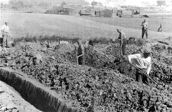Badania archeologiczne prowadzono na okolicznych terenach obozu