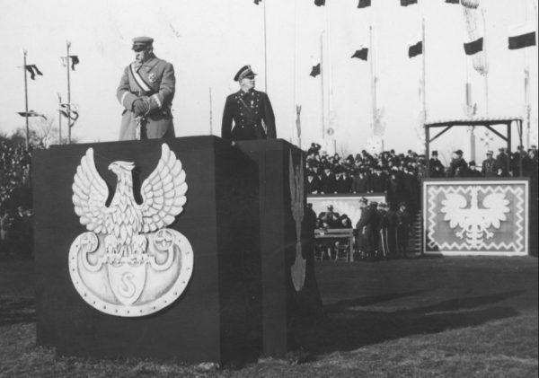 Józef Piłsudski przyjmuje defiladę 11 listopada 1934 roku.