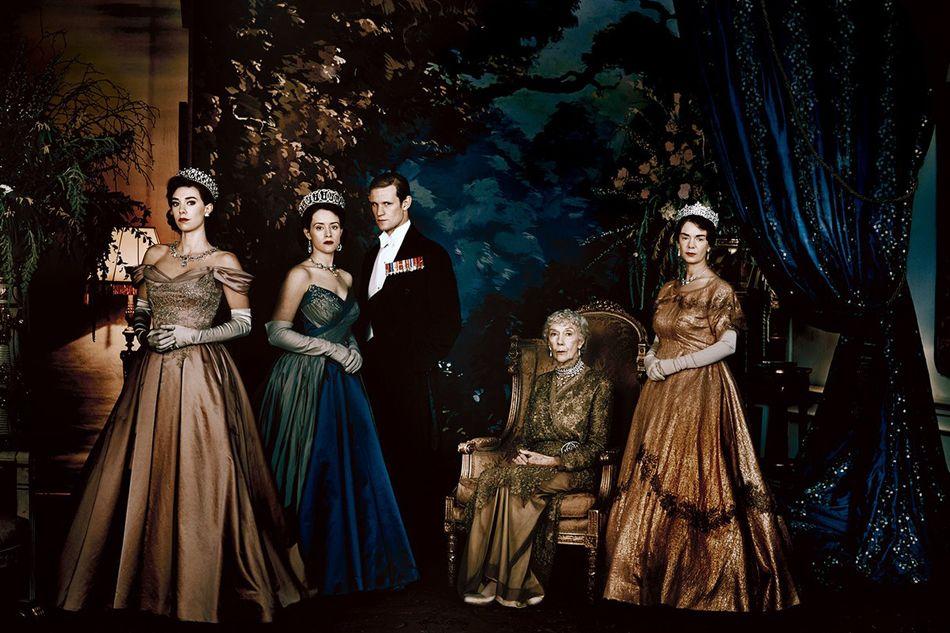 """Plakat promujący serial """"The Crown"""" produkcji Netflix"""