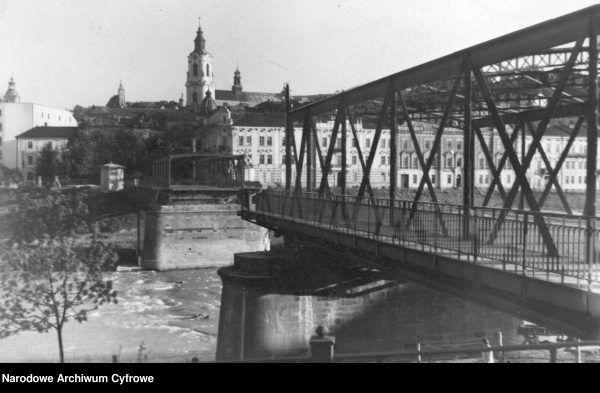 Zniszczony most na Sanie