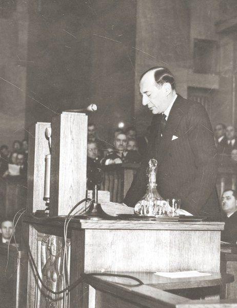 Józef Beck wygłaszający przemówienie w Sejmie 5 maja 1939