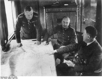 Narada Adolfa Hitlera z generałami w wagonie pociągu, 1941