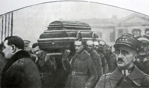 Wyprowadzanie trumny z ciałem prezydenta Gabriela Narutowicza z Belwederu, 19 grudnia 1922