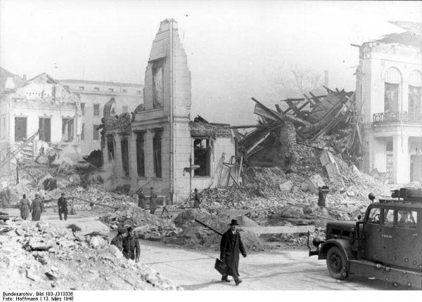 Berlin w marcu 1945, po alianckich nalotach
