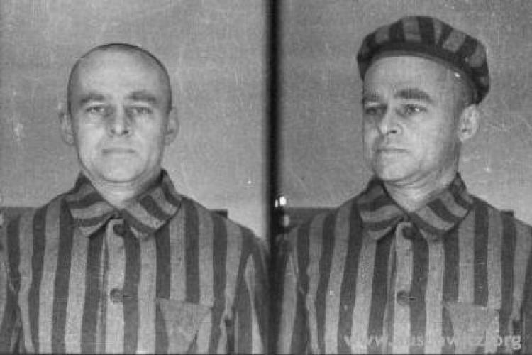 Witold Pilecki przyczepił znak białego orła na choince w Auschwitz