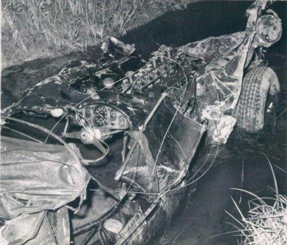 Doszczętnie zniszczone ferrari podczas Mille Miglia 1957