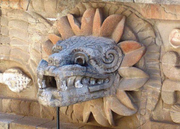 Głowa Upierzonego Węża z Teotihuacán