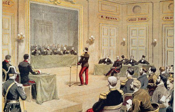 Aby zatuszować niezręczną sytuację Dreyfusowi przyznano mu stopień majora.