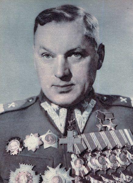 Konstanty Rokossowski w polskim mundurze