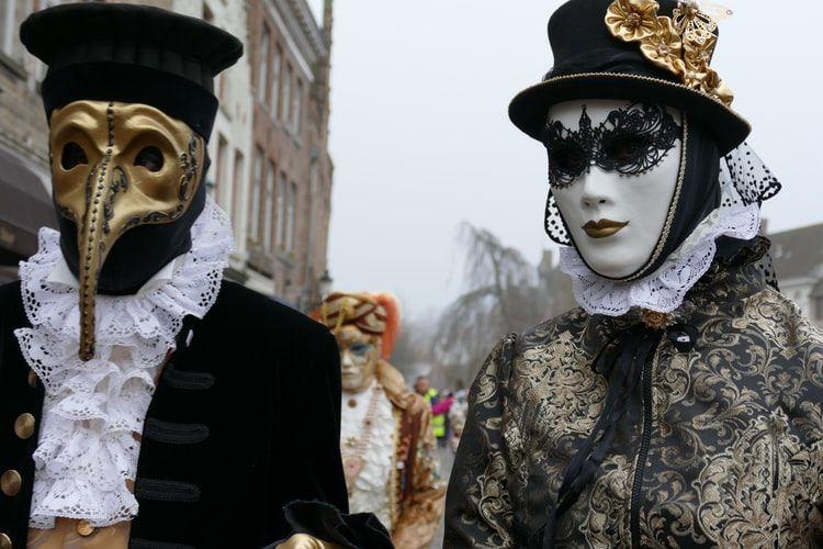 Maski dawały ludziom gwarancję anonimowości i niwelowały różnice społeczne. Chociaż na jedną noc.