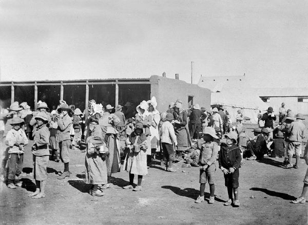 Dzieci i kobiety burskie w obozie koncentracyjnym