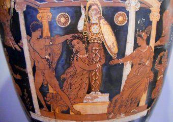 Wróżbitka Kassandra, córka króla Priama, podczas pożaru Troi szuka opieki bogini Ateny