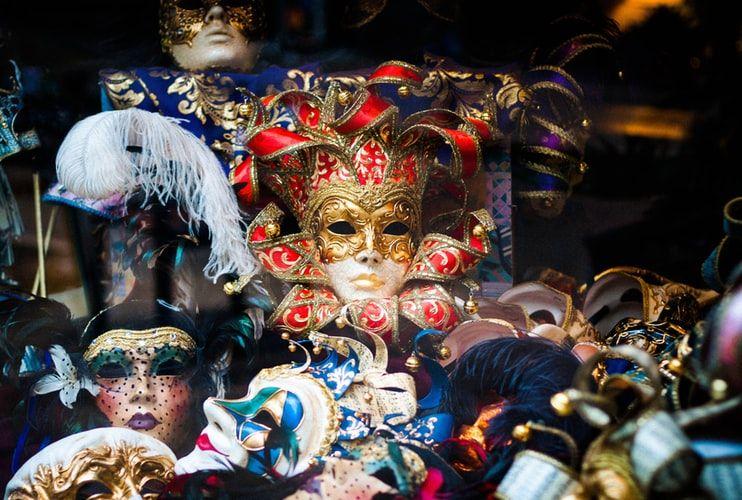 Maski weneckie do dziś rozpalają wyobraźnię