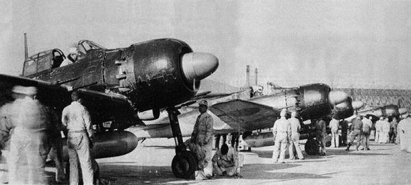 Przygotowywanie do samobójczego ataku samolotów Mitsubishi A6M Reisen