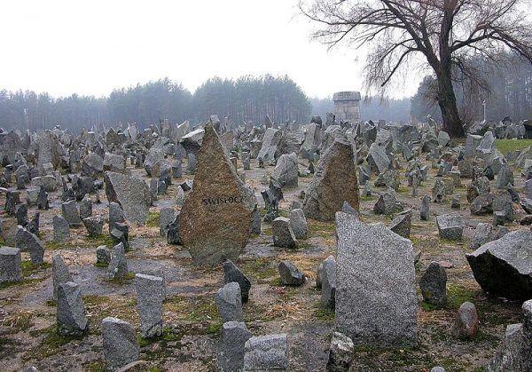 Pomnik na terenie byłego niemieckiego nazistowskiego obozu śmierci w Treblince.