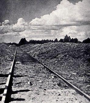 Tor kolejowy prowadzący do żwirowni, przy której znajdował się obóz pracy Treblinka I. Od tego toru w czerwcu 1942 dobudowano odgałęzienie prowadzące do obozu zagłady Treblinka II