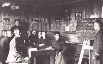 Niewielu ma świadomość, iż w tym obozie dzięki inicjatywie oficerów jeńców powstał uniwersytet