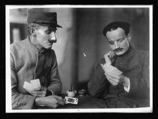 Caudron Cavallier grający w karty