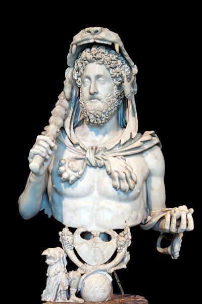 Najbardziej Herkulesa upodobał sobie cesarz Kommodus, który miał w zwyczaju przebierać się w szaty herosa