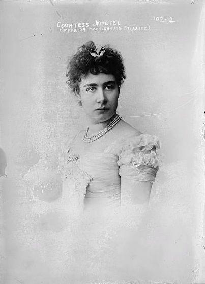 Marii Mecklenburg Strelitz była gwałcona przez służącego i zaszłą w ciążę, o której długo nie miała pojęcia
