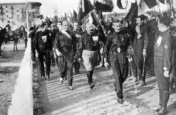 Mussolini przejął władzę w wyniku tzw. Marszu na Rzym