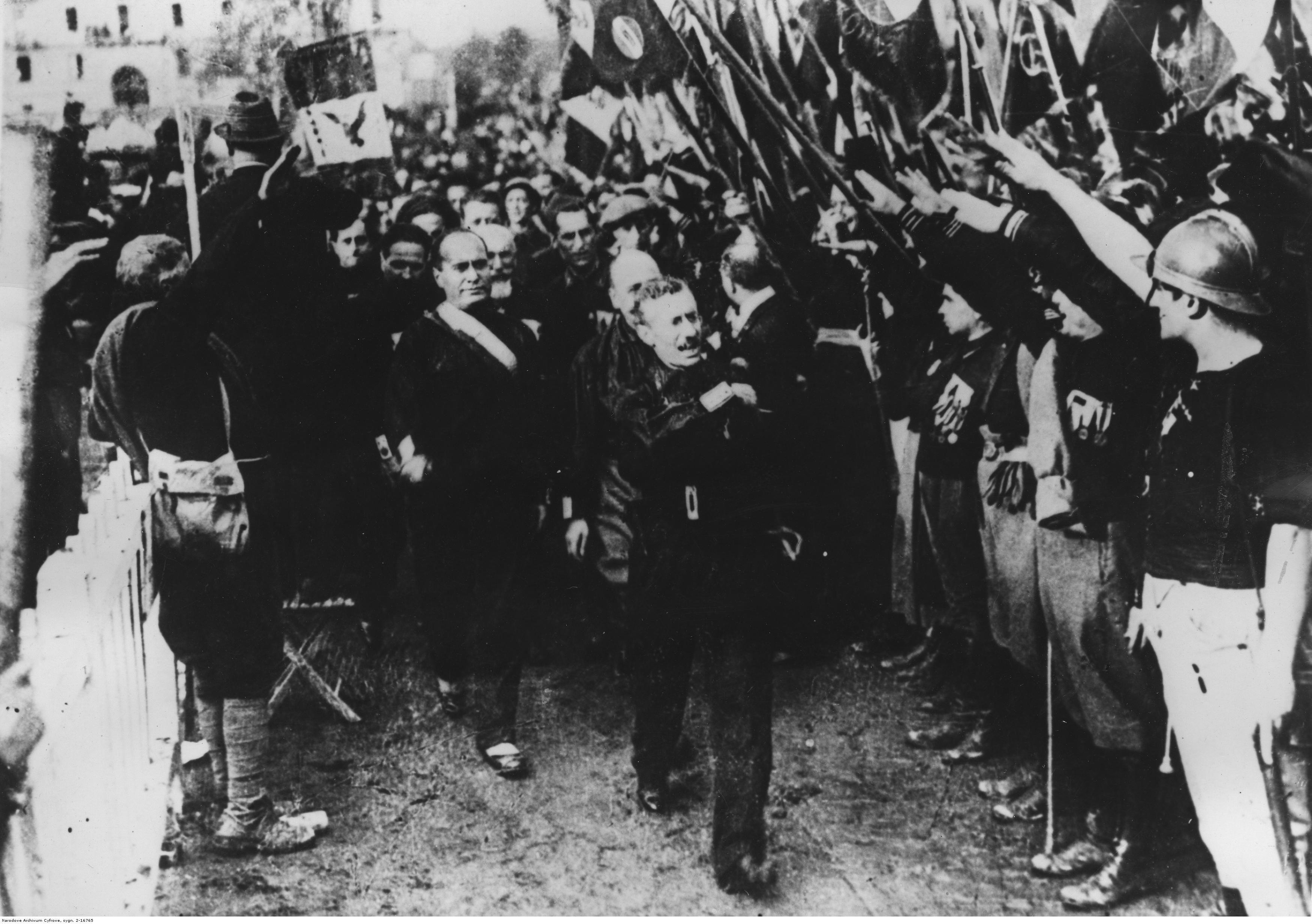 Działalność Mussoliniego zainspirowała Hitlera