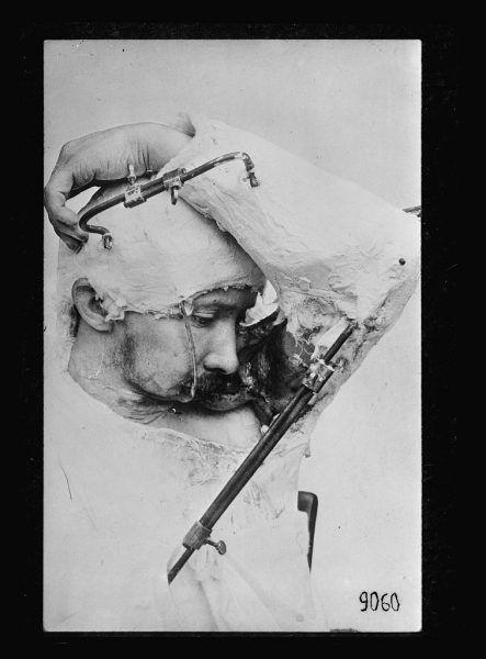 Maski pozwalały żołnierzom na prowadzenie normalnego życia