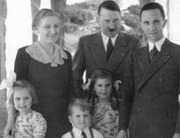 Rodzina Goebellesów z Hitlerem