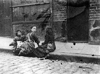 Williama Thomasa Stead ujawnił największą aferę pedofilską wiktoriańskiej Anglii. Zdjęcie poglądowe