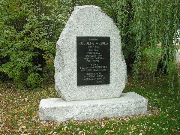 Pomnik Rudolfa Weigla we Wrocławiu, ul. Weigla 12