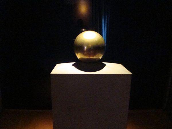 Urna z prochami Tesli w belgradzkim muzeum poświęconym wynalazcy