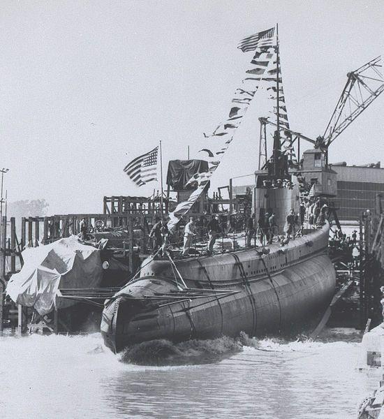 """Wodowanie """"Wahoo"""" 14 lutego 1942 roku w Mare Island Naval Shipyard."""