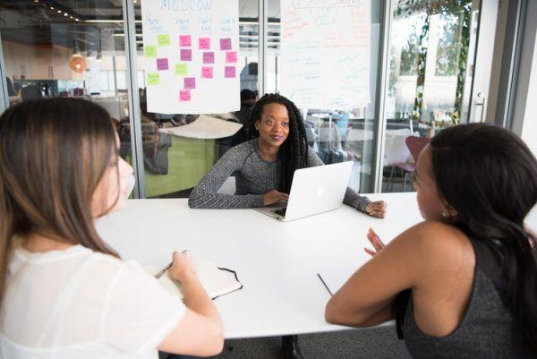 Wraz z rozwojem sieci, kobiety odgrywają w niej coraz większą rolę